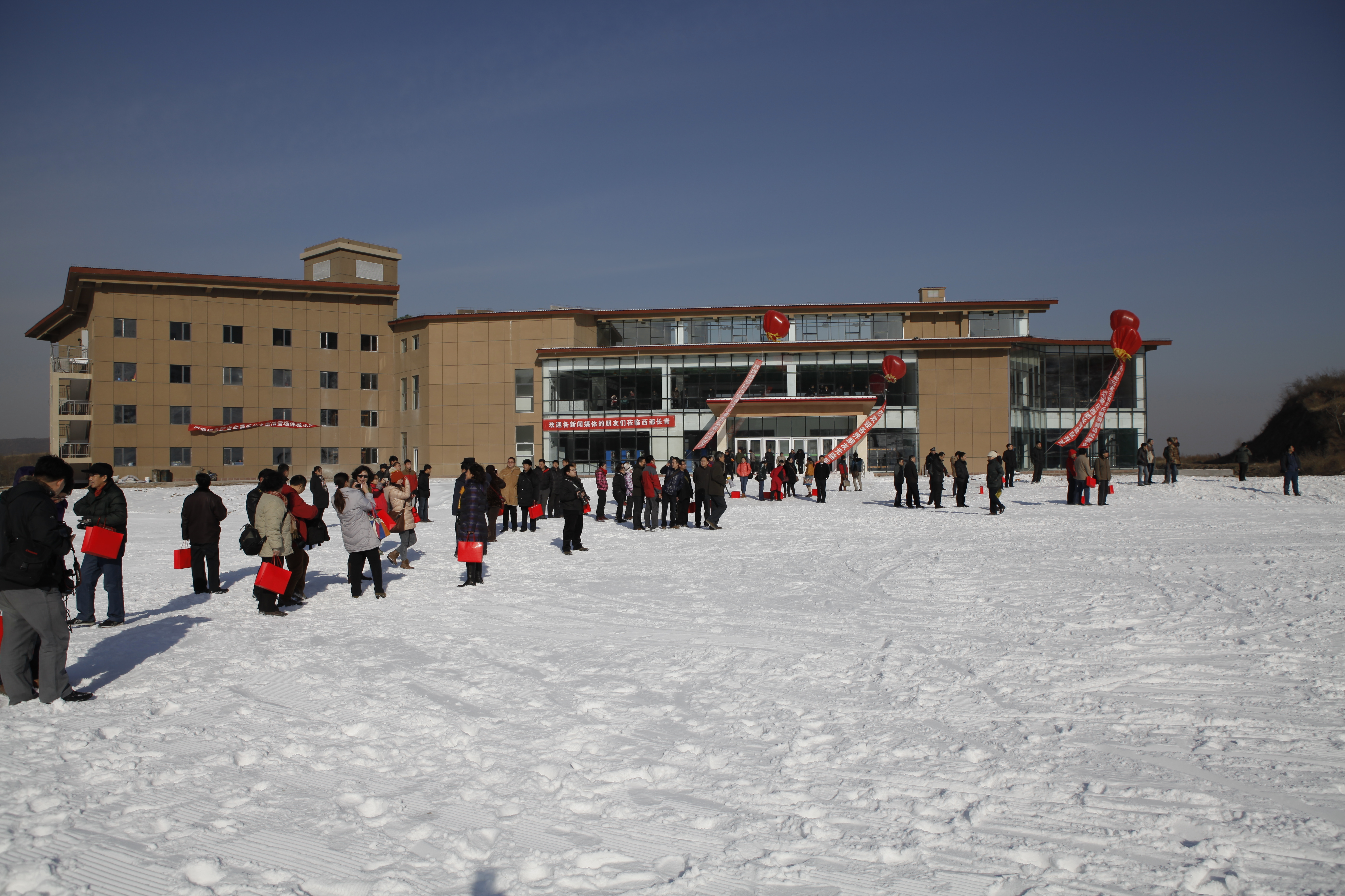 西部长青滑雪场冰雪小镇西部长青滑雪场冰雪小镇