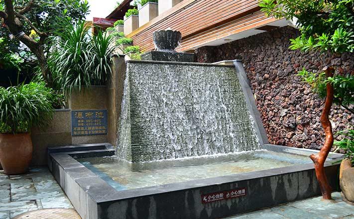 中山泉眼温泉瀑布浴