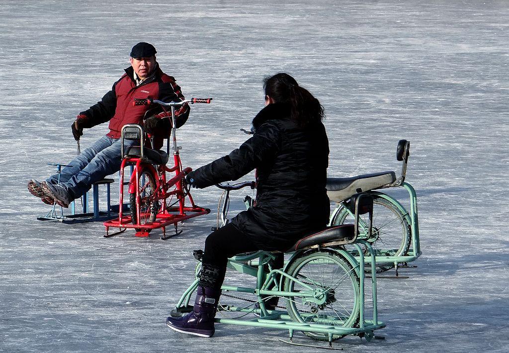北京南宫冰雪嘉年华冰上自行车