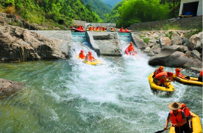 桂山大峡谷漂流桂山大峡谷漂流