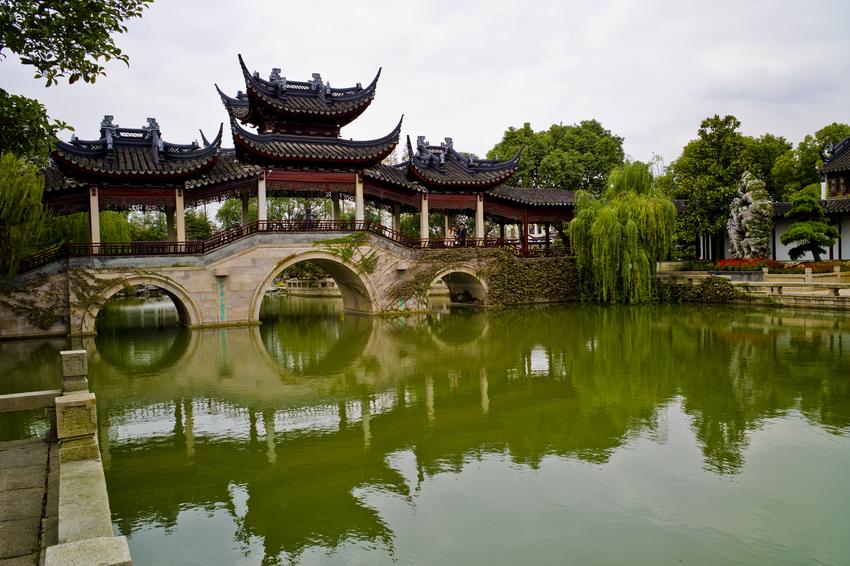 静思园、中国花卉植物园1日巴士跟团游赠活鱼1条约6斤,太湖白水萝卜约10斤,大白菜约5斤