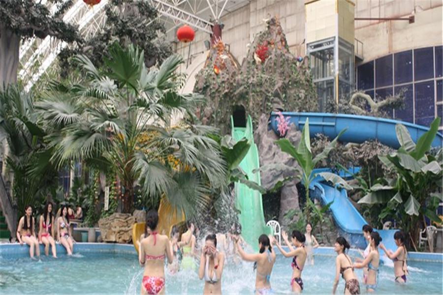 北京龙脉温泉热带雨林室内温泉游泳馆