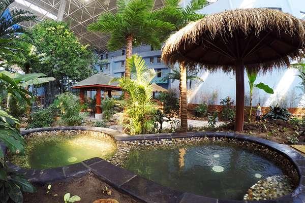 哈素海天鹅堡温泉