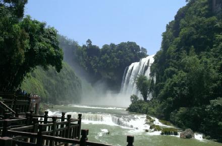 贵阳、西江、黄果树4日深度游观瀑布、探西江千户苗寨、赠赏多彩贵州风表演