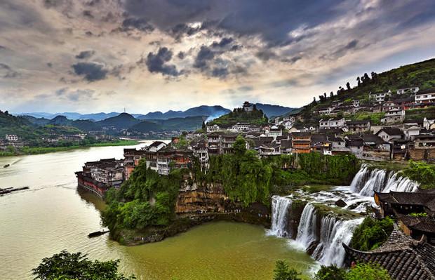 湖南巴士2日跟团游[魅力湘西]千年古镇芙蓉镇、红石林 爸爸去哪儿拍摄地,红石林