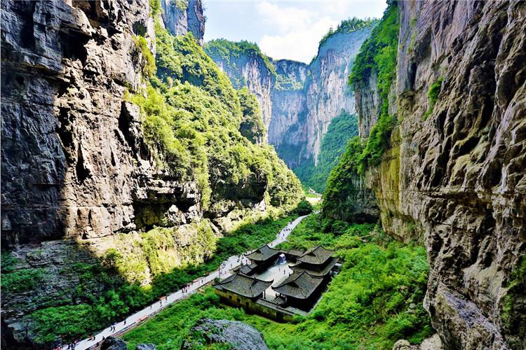 武隆仙女山、天生三硚、龙水峡地缝二日游巴士2日当地游全程无购物,提供矿泉水