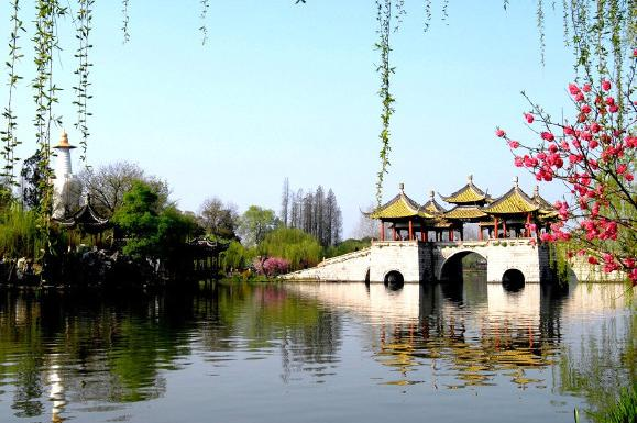 扬州瘦西湖、大明寺、东关街、汉陵苑、个园或何园巴士1日当地游一价全含无自理,天天发班
