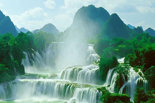 桂林、龙脊、阳朔、德天、通灵、北海巴士8日游感受山水甲天下桂林,横跨中越两国风光,享浪漫银滩之美
