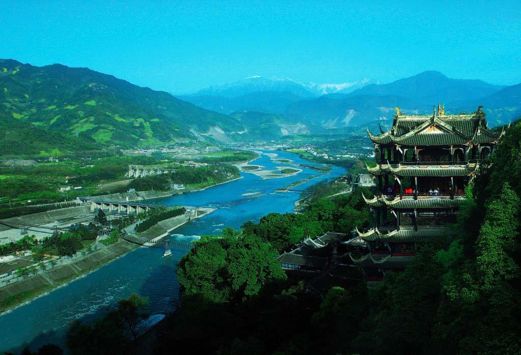 【巴士直达】成都-都江堰-青城山巴士往返1日半自助跟团游