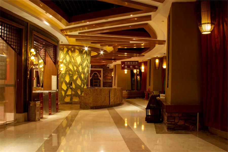 住咸宁温泉谷大酒店1晚+温泉票2张+双人中西自助早餐+延迟退房至14点,赠送一份温泉大礼包
