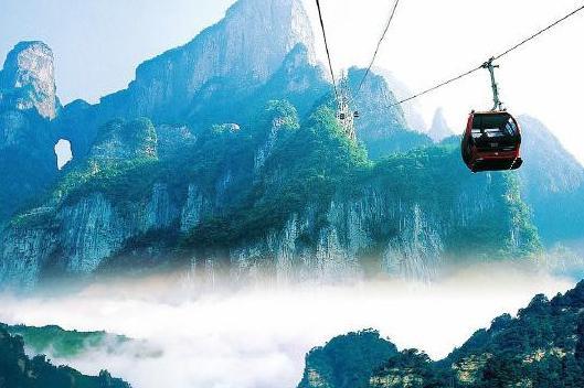 张家界大峡谷、玻璃桥、天门山、玻璃栈道、芙蓉镇、凤凰古城双高5日跟团游