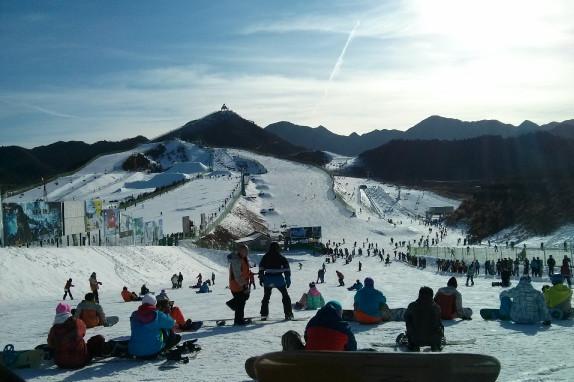 南山滑雪1日巴士跟团游[周末狂欢]含4小时滑雪、雪具及缆车、拖牵、雪道使用费