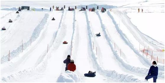 延庆柳沟·纳波湾欢乐世界2018冰雪马戏嘉年华雪滑梯娱乐区