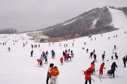神农架国际滑雪场2日双动跟团游千里冰封,万里雪飘