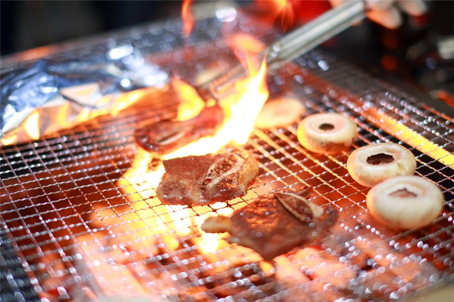 住上海牛路野营度假村帐篷酒店(含双早)+双人烧烤套餐(可选)+双人海湾国家森林公园门票+景区电瓶车2次