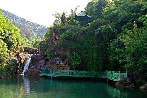京山美人谷巴士1日游观幽谷飞瀑