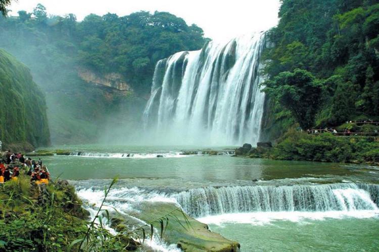 三峡大瀑布、清江画廊2日双动跟团游穿越瀑布之旅、观峡江风情、东站免费接送、舒适酒店住宿