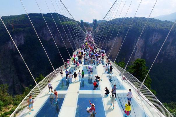 住碧桂园、天门山玻璃栈道、玻璃桥4日高铁跟团游[网红打卡景点]赠矿泉水
