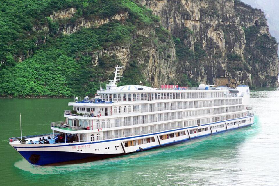 长江三峡游轮重庆到宜昌4日维多利亚五号、七号游[提前15天预定免费升级楼层]实惠出游、纯玩0购物、
