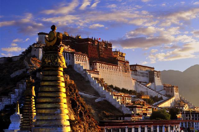 西藏拉萨、林芝、羊湖、鲁朗林海9日单卧单飞跟团游[五一特惠,暑期预售.10人小团]5大特色美食、1晚宿鲁朗国际小镇、24小时哈达接送站、赠贴心大礼包