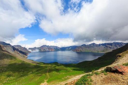 吉林、魔界风景区、长白山天池、镜泊湖5日双卧跟团游[尊享小包团]赠送直升飞机翔观3D长白山,体验高空摄影新视角