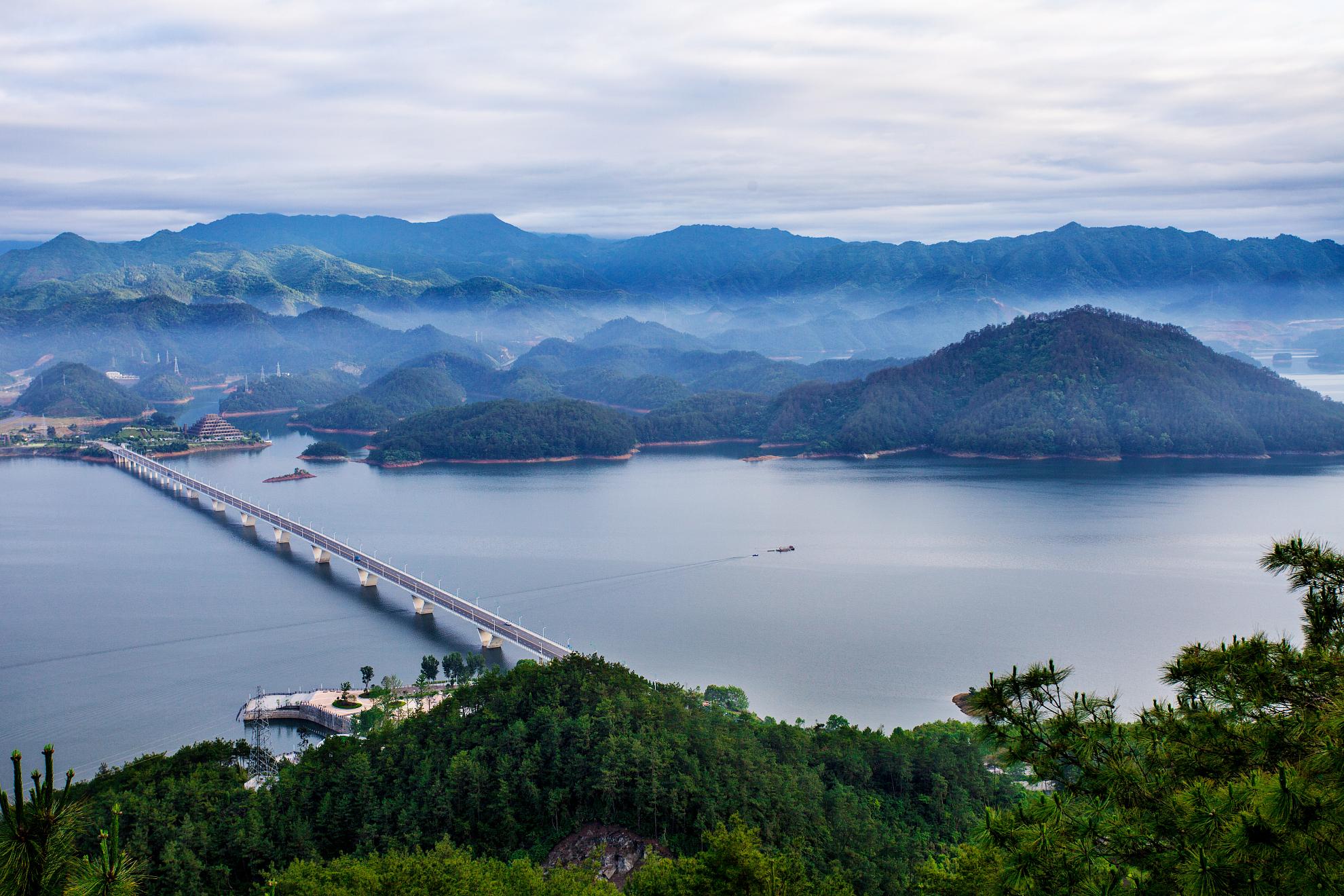 黄山、宏村、西递、千岛湖5日双卧跟团游[纯玩无购物]行程内无购物、无自费。