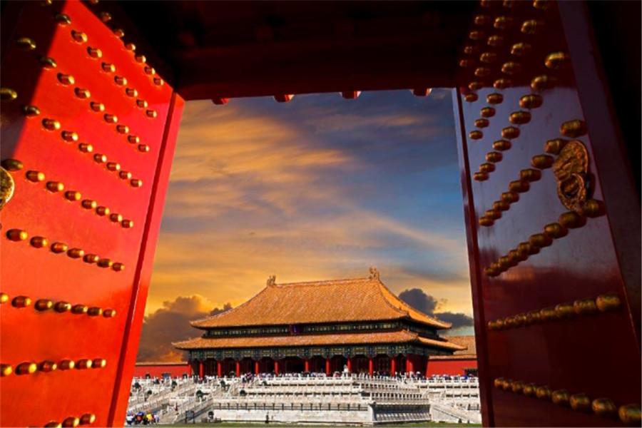 北京天安门+故宫+八达岭长城+鸟水巴士1日游赠送珍宝馆、配备无线耳麦,特卖