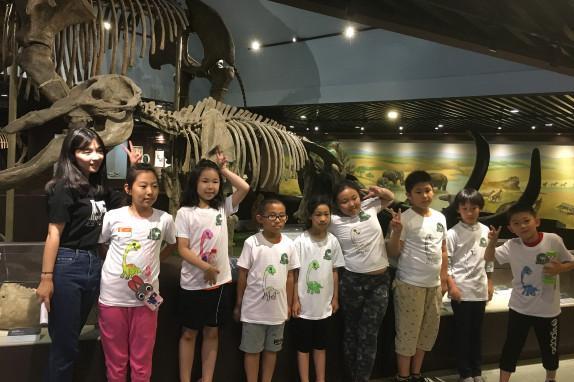 聆听来自远古的呼唤2日深度游[夜宿博物馆、与恐龙同眠、收获未知的宝藏]化石修理、观看3D电影、夜探古动物、恐龙夺宝…开启神秘之旅