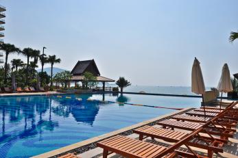 惠州巽寮湾沙滩巴士2日1晚跟团游入住海尚湾畔度假公寓、享无边际游泳池、私家沙滩