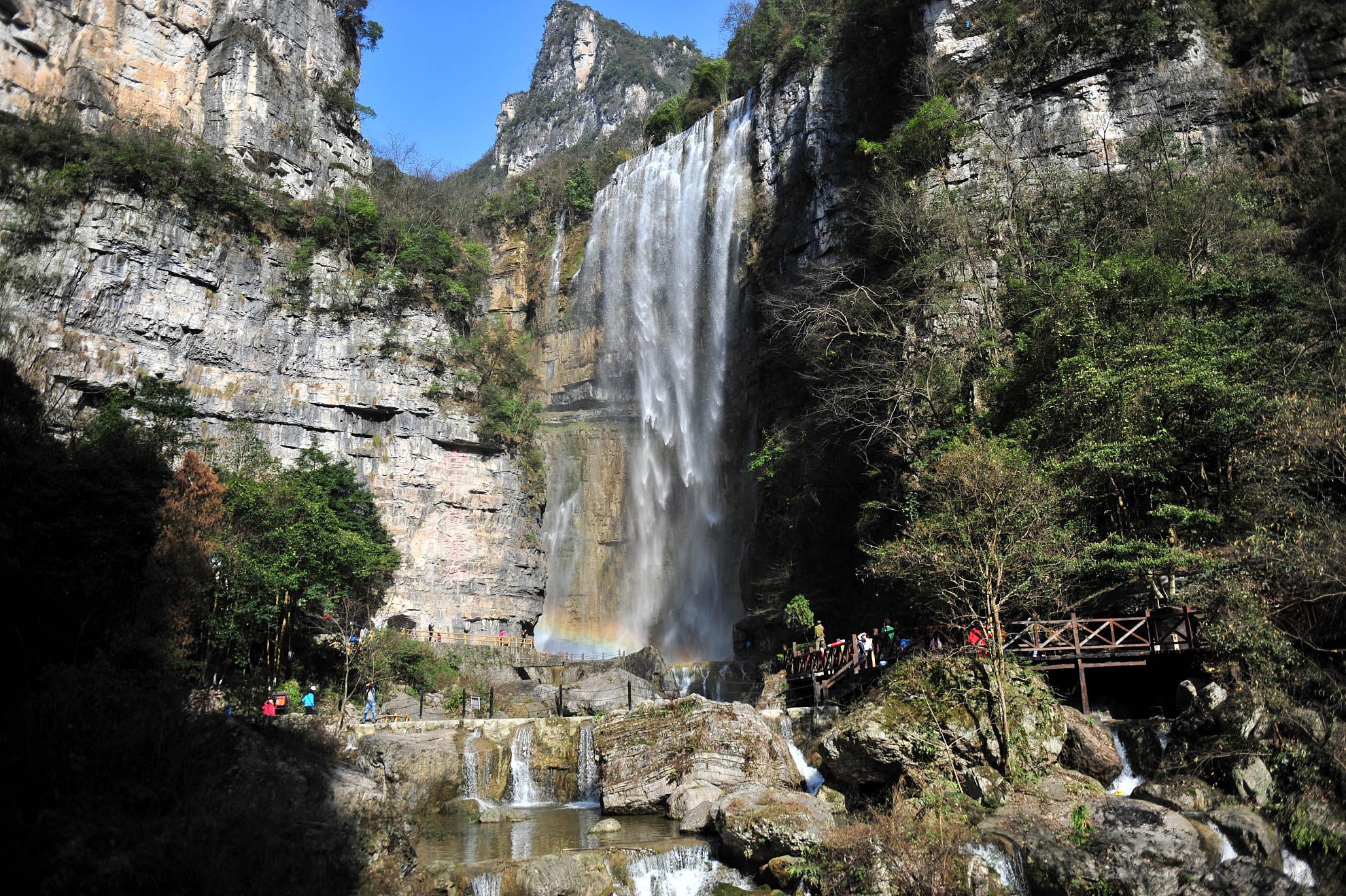 三峡大瀑布1日跟团游穿越名瀑,感受别样的是踏春之旅。