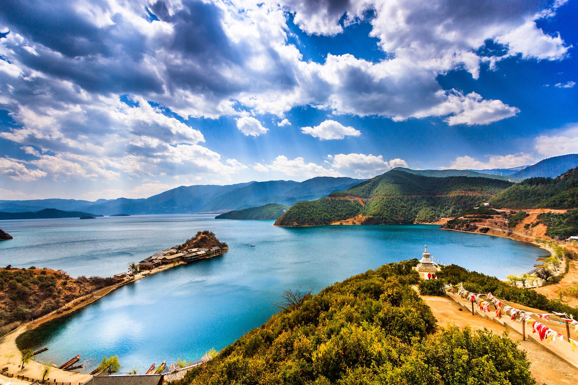 丽江-泸沽湖2日游360°环湖;赠篝火晚会;草海走婚桥,情人树 ,体验摩梭风情