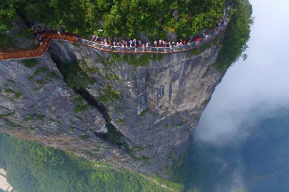张家界玻璃桥、哈里路亚山、天门山巴士5日深度游]挑战云天渡——玻璃桥、乘天梯往返、玻璃栈道刺激一下心跳