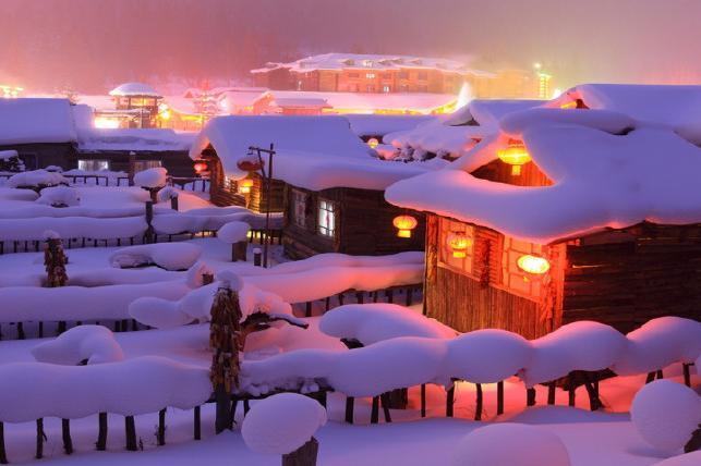哈尔滨、东升雪谷、雪乡、镜泊湖冰瀑、长白山巴士6日当地游徒步穿越羊草山,篝火晚会、欢乐雪圈、包饺...