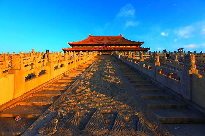 北京巴士4日3晚当地游指定入住王府井国际五星,赠(奥运演出VIP席、鸟巢CAIA通票),24h接送