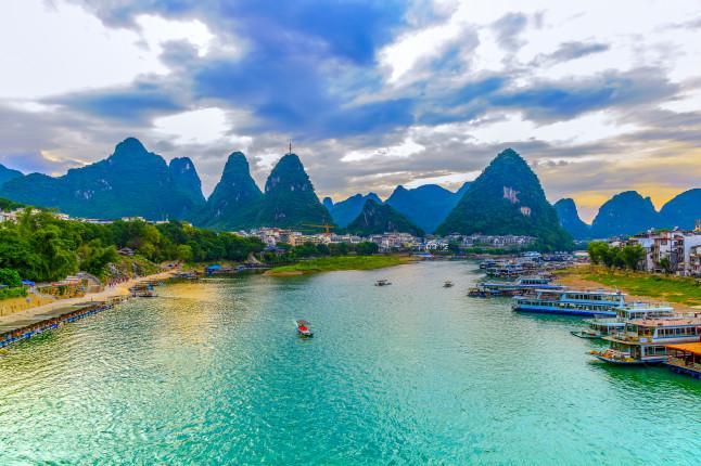 桂林、阳朔、龙脊、德天、北海涠洲岛9日深度游尽览桂林景点,感受跨国德天瀑布风情,赏蓬莱仙境涠洲岛屿风光