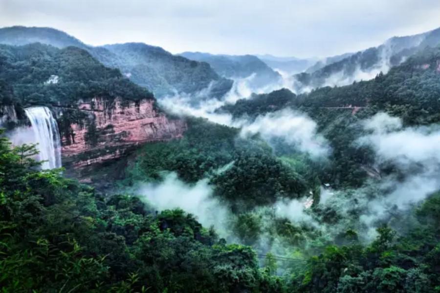 江津四面山1日巴士跟团游原始森林为基调,丹霞地貌丰富其自然色彩