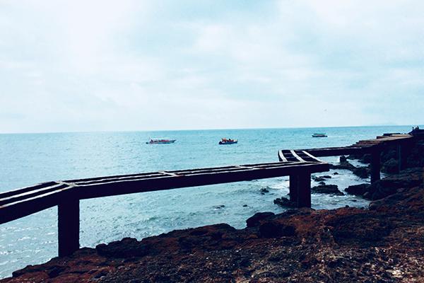 北海涠洲岛,银滩,老街巴士4日当地游[南宁进出]邂逅银光熠熠的[北海银滩],中西合璧的[百年老街],浪漫的[涠洲海岛];细软洁白的沙子,咸咸的海风,蓝蓝的天空;感受海滨小城的醉人风光,放飞身心