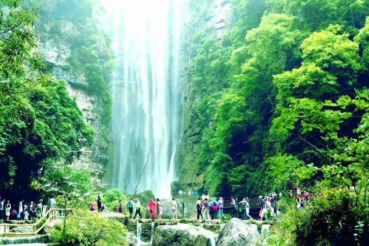 宜昌三峡大瀑布(白果树瀑布)巴士半日当地游穿越瀑布之旅