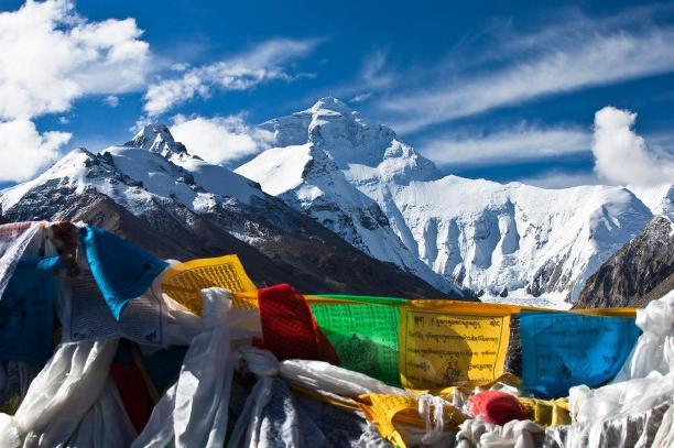 西藏拉萨、林芝、日喀则、珠峰大本营15日双卧跟团游0自费、赠6大特色美食,1晚宿鲁朗国际小镇