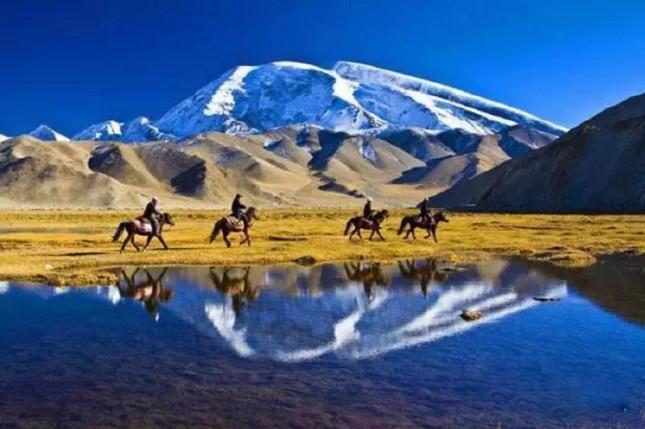 2019南疆风情·慕士塔格峰-卡拉库里湖-塔县-喀什-吐鲁番巴士10日深度游[真户外真纯玩]纯玩无购物、小团体出发、28人小团