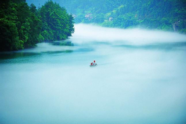 长沙到郴州东江湖、妙笔丹青飞天山2日巴士跟团游[徒步丹霞,行摄迷雾]每周六发班