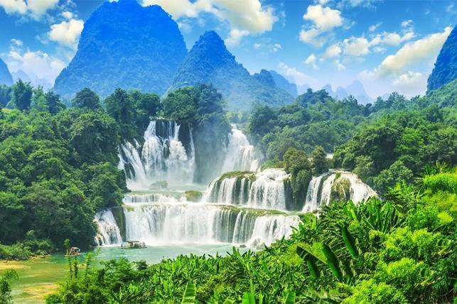桂林、阳朔、南宁、北海涠洲岛巴士8日深度游[春暖花开]尽览桂林、阳朔美景;感受跨国大瀑布的气势磅礴,观赏通灵大峡谷洞内流瀑,享受热带海滨城市的醉人风光