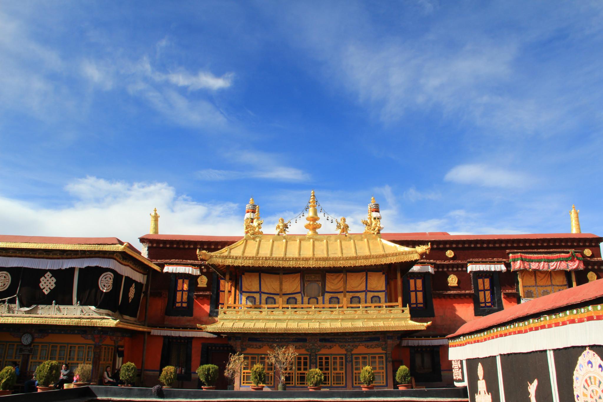 进藏首选、拉萨、林芝、巴松措、羊湖9日卧飞跟团游赠6大特色美食,1晚宿鲁朗国际小镇