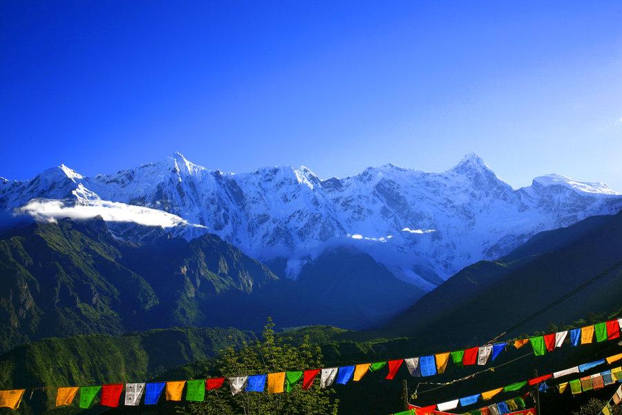 西藏拉萨、林芝、日喀则、珠峰大本营13日卧飞跟团游0自费、赠5大特色美食,1晚宿鲁朗国际小镇,深度体验藏地田园生活