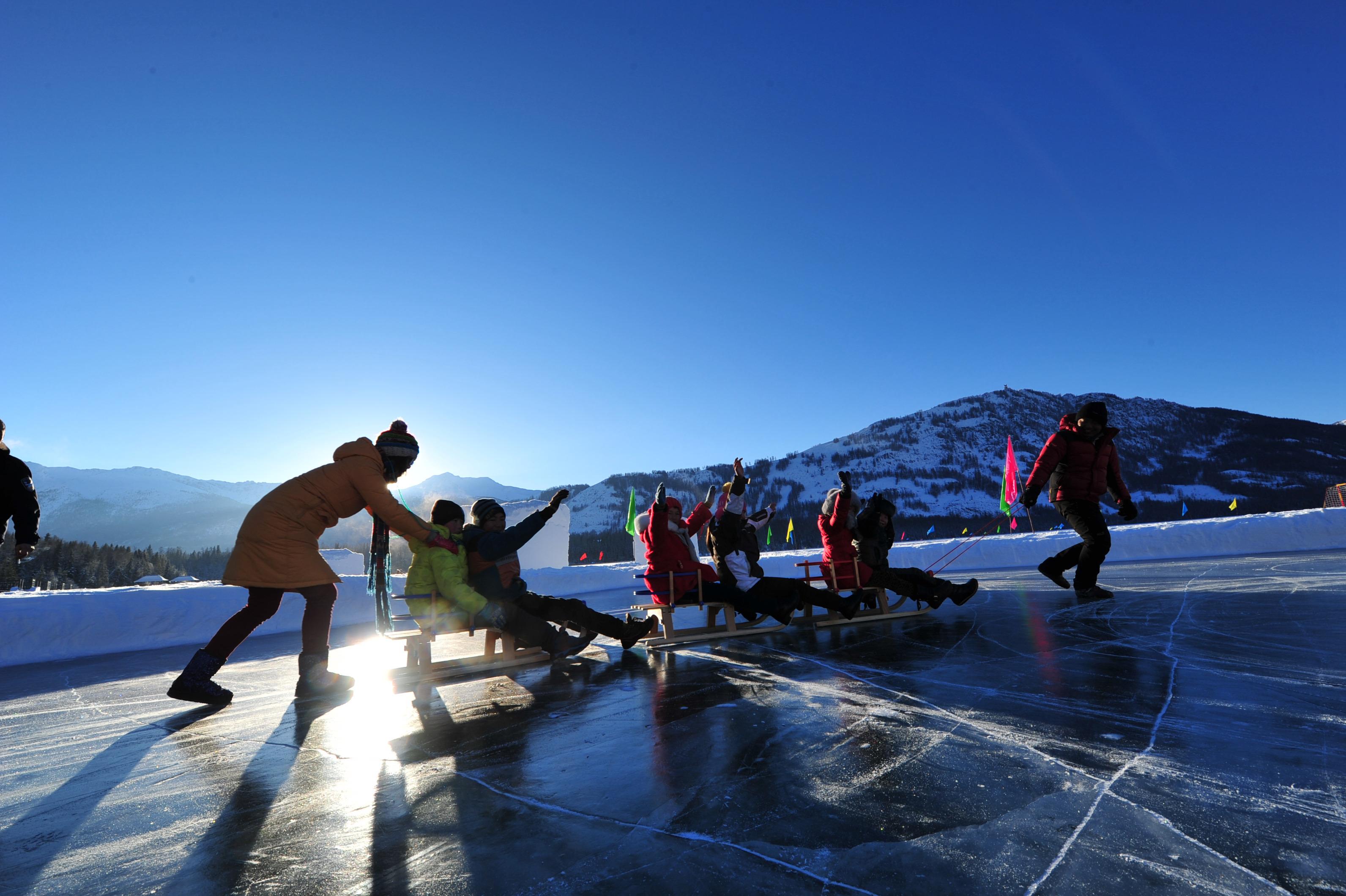 乌鲁木齐、喀纳斯、禾木双卧5日深度游2人起订,15人精品小团,宿两晚景区暖气房,坐马拉雪橇,览冬季喀纳斯全景,带你走进童话冰雪世界