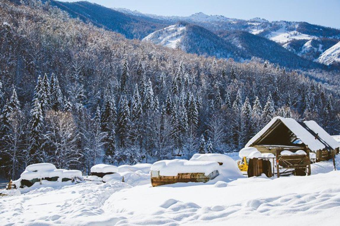 新疆喀纳斯-禾木火车双卧4日3晚深度游骑马或马拉雪橇穿越雪地密林,纯玩无自费无购物,景区内住宿,餐标升级享农家乐,推荐不带钱包去旅行
