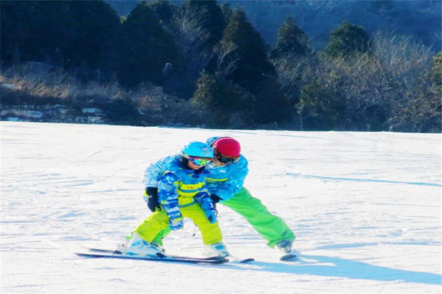 北京滑雪营1日深度游滑雪技能的学习、团队小游戏、亲子互动