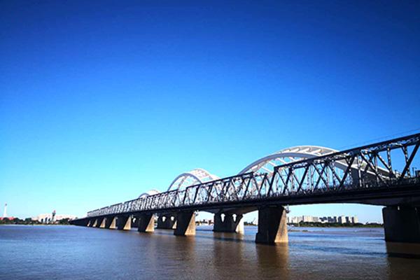 哈尔滨巴士1日当地游冰雪大世界 俄罗斯风情小镇 中东铁路大桥 中央大街 圣索菲亚大教堂