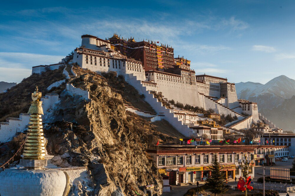 西藏拉萨、林芝、日喀则、珠峰大本营13日双卧跟团游[进藏首选]0自费、赠6大特色美食,舌尖上的美食开启您的味蕾