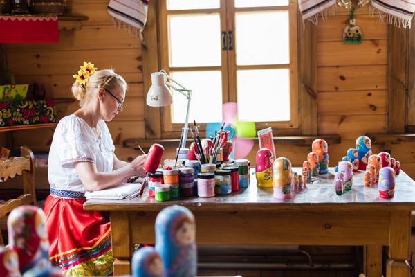 哈尔滨、冰雪大世界、伏尔加庄园巴士4日当地游[亲子趣游]越野滑雪、城堡雪圈,冰雪大世界畅玩5小时,亲手制作俄式面包+套娃+格瓦斯,含128元俄式西餐,升级1晚伏尔加庄园住宿